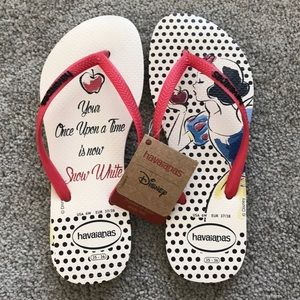 NWT Snow White Havianas